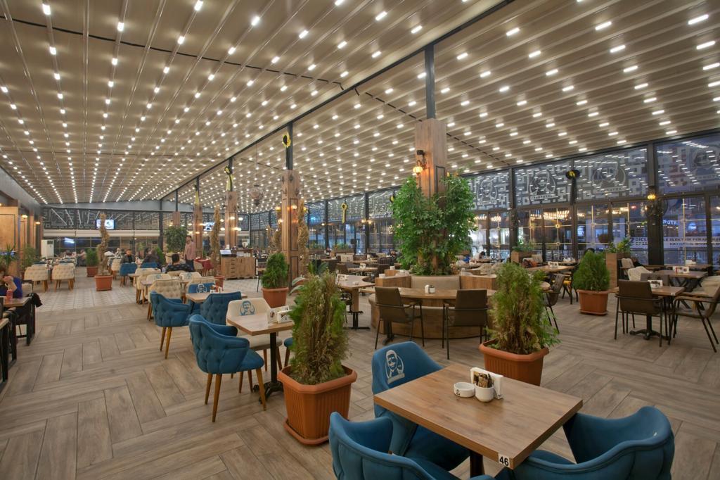 Pergola iluminata, terasa restaurant